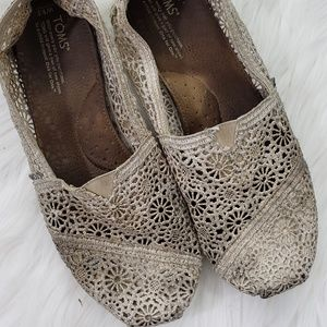Worn Out Tom's Crochet Slip-on Flats